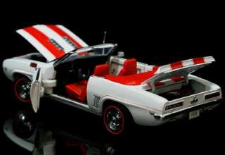 DANBURY MINT 1969 Chevrolet Camaro SS/RS 124 Scale w/FREE Display