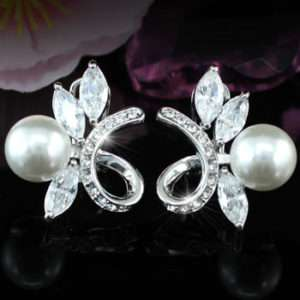 White Shell Pearl Earrings use Swarovski Crystal SE208