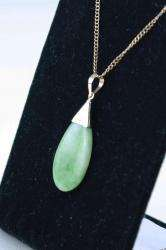 VINTAGE CHINESE 14K GOLD GREEN JADEITE JADE PENDANT NECKLACE