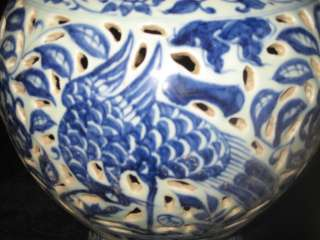 EXQUISITE ANTIQUE CHINESE MING DYNASTY PORCELAIN PEACOCK POT