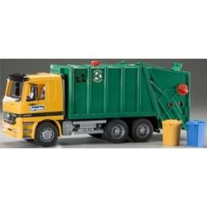 Bruder Toys   1/16 MB Garbage Truck Green w/Trash Bins (Toys) Toys