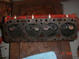 NAA 600 FORD TRACTOR ENGINE CYLINDER HEAD FORD 700 2000