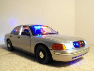18 Undercover Silver FCV Lights Custom Police Car Slicktop Model