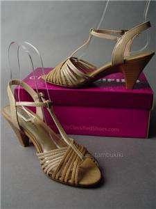 Vtg y 40s T Strap Two Tone Sandal Low Heel Shoe sz 7
