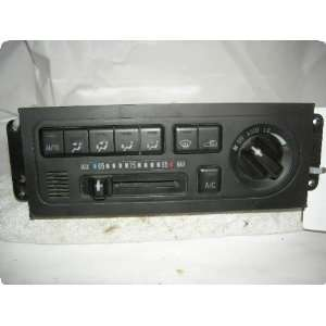 Temperature Control : ISUZU TROOPER 02 w/AC, buttons, w/o wood grain
