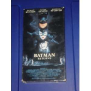 BATMAN RETURNS   VHS   starring Micheal keaton, Danny DEVITO, Michelle